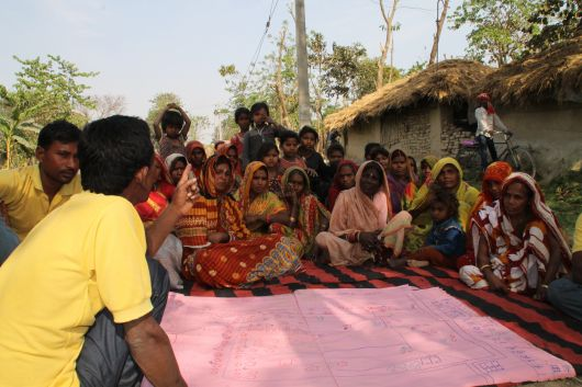 Community Participation, discussin risk map for village, Bihar, India. Picture: Marlou Geurts